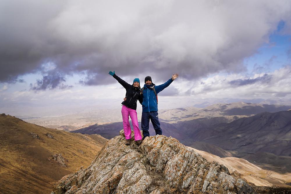 Kati und Hermann auf einem Berg in Kirgisistan