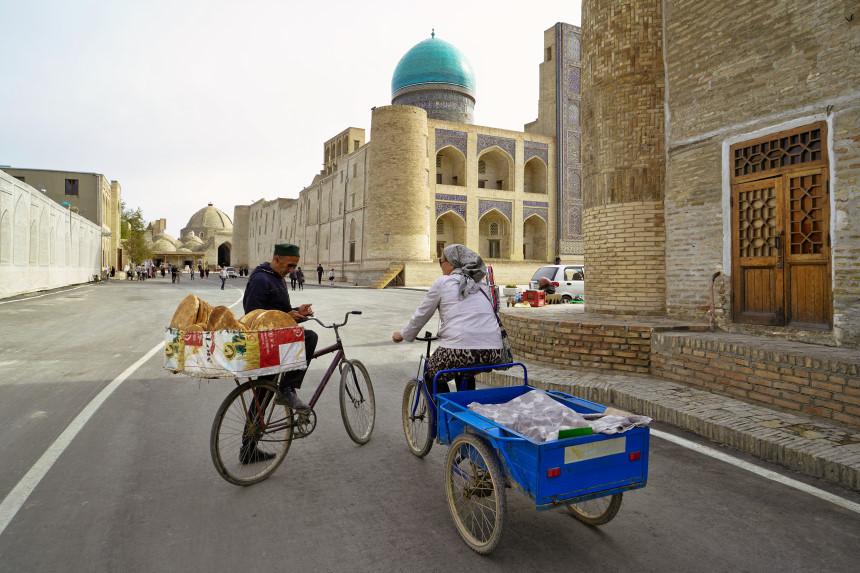 Zwei Strassenhändler in Bukhara