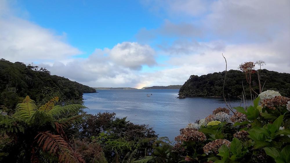 Bucht mit Regenbogen