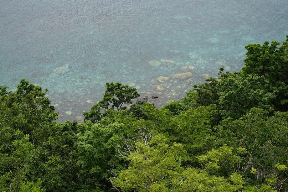 Glasklares Wasser in der Bucht vor Utoro