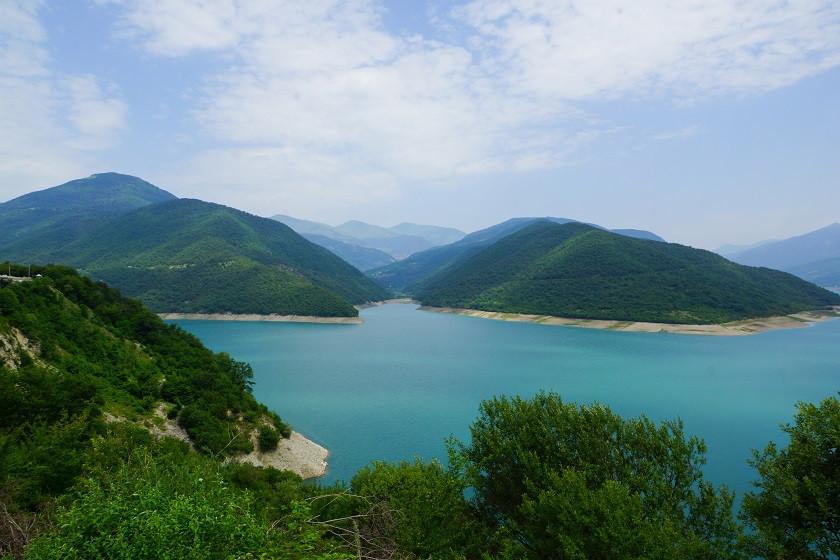 Staudamm auf dem Weg nach Stepantsminda