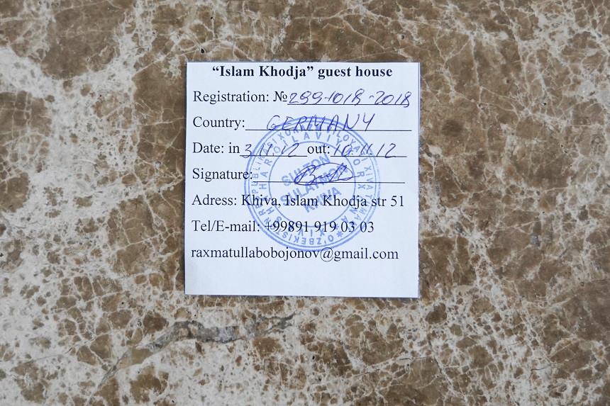Registrations-Zettel von einer usbekischen Unterkunft