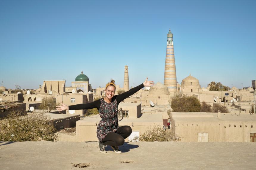 Kati und Blick auf Khiva in Usbekistan