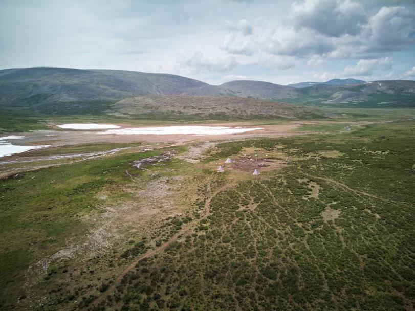 Einsames Nomadencamp aus der Luft