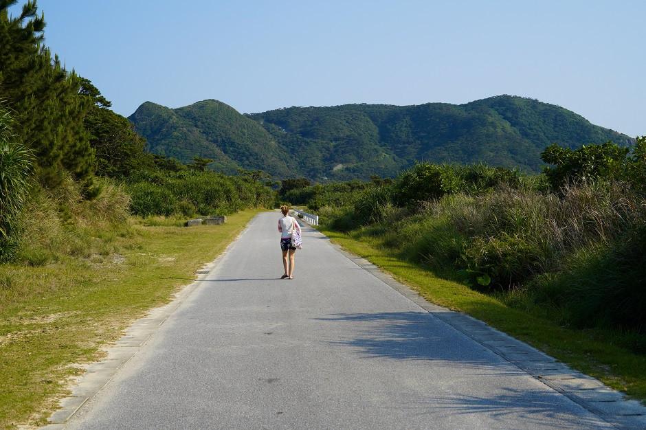 Einsame Strasse auf Aka Island