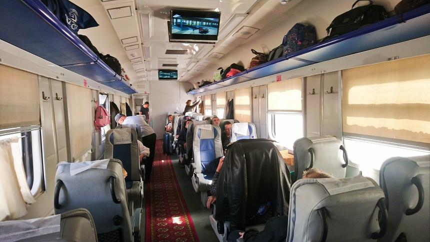 Zugabteil dritte Klasse im Sharq Zug -  Economy Class