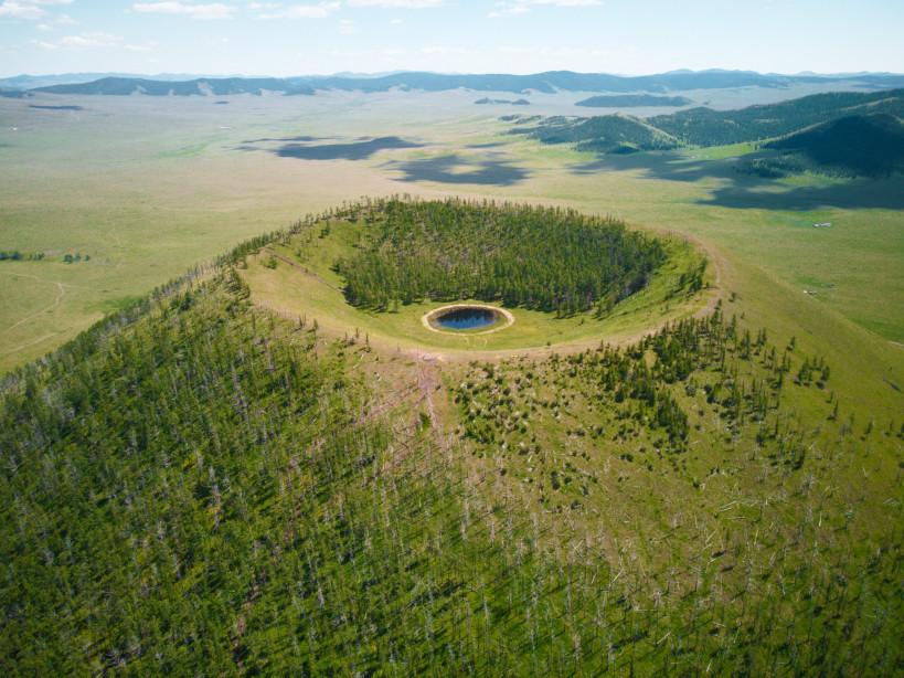Blick auf den Uran Togoo Vulkan in der Mongolei