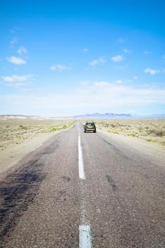 Auto-in-der-Steppe-Kasachstan