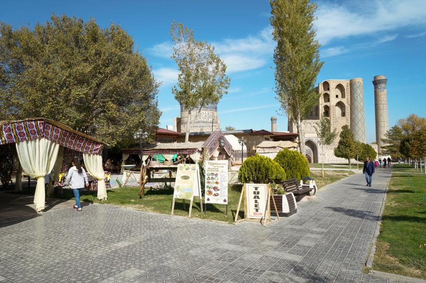 Cafes in der Nähe der Bibi Khanym Moschee