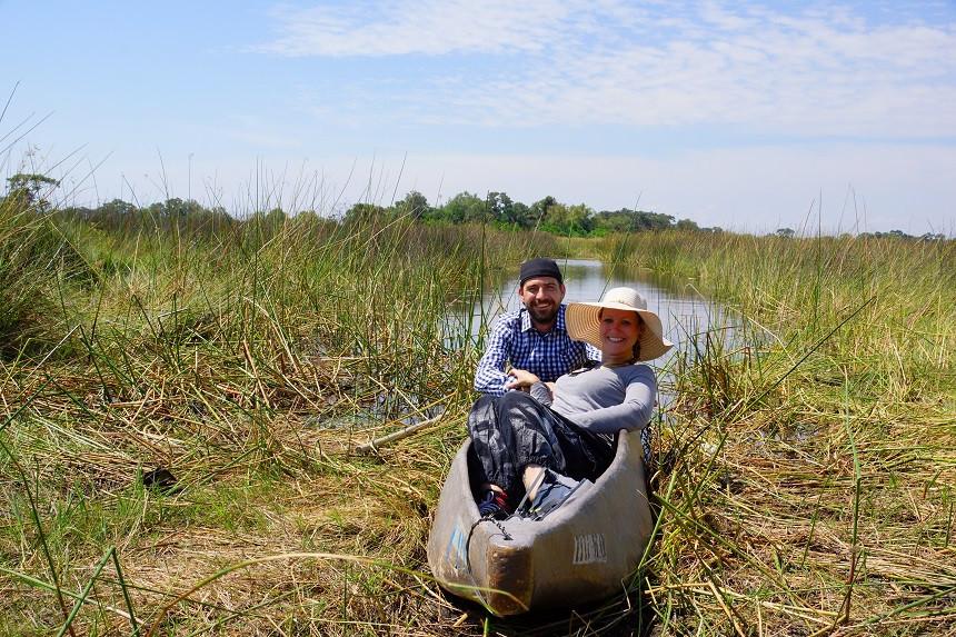 Kati und Hermann im Mokoro im Okavango Delta