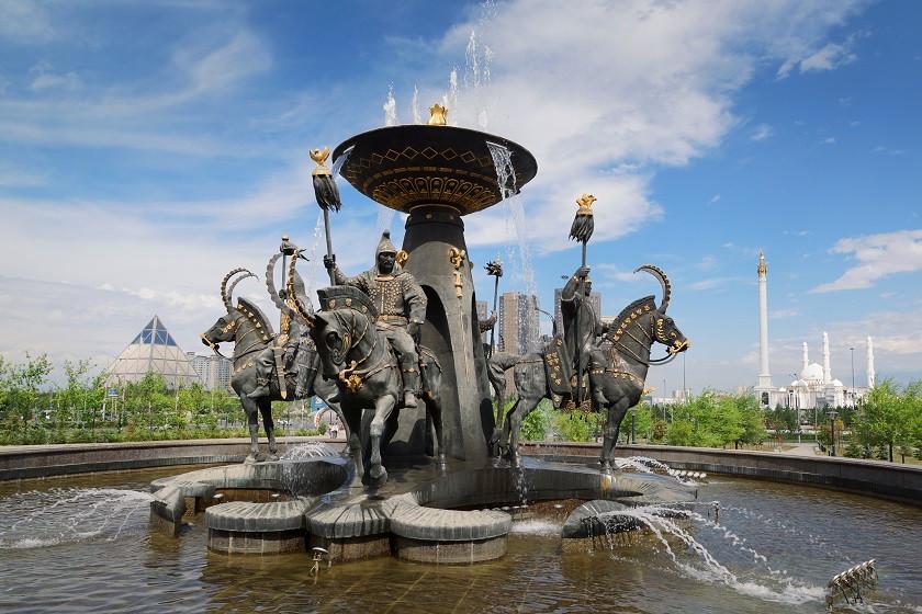 Brunnen vor dem Eingangsbereich des Nationalmuseums in Astana