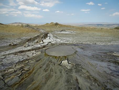 Takthi Tepa: Brodelnde Schlammvulkane in Georgien