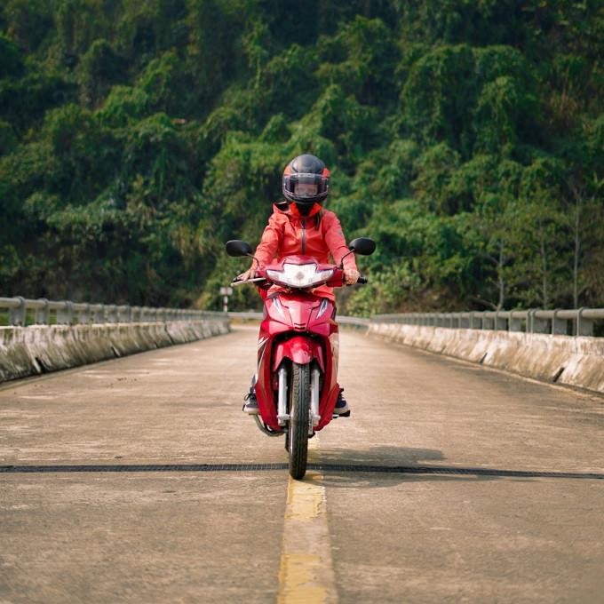 Motorrad fahren in vietnam.jpg