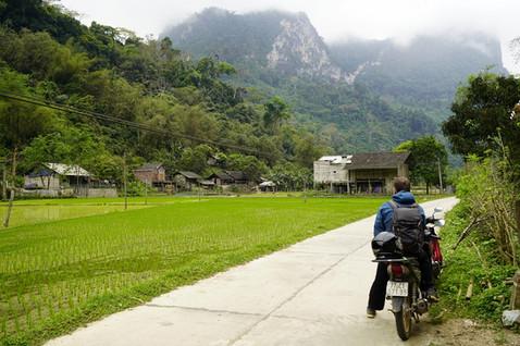 strasse im Hinterland Vietnam.jpg