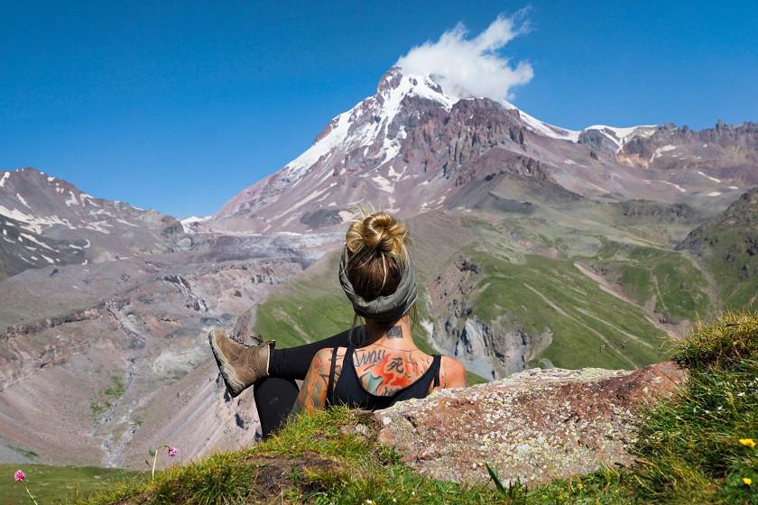 Ausblick auf den Kasbek und den Gergeti Gletscher genießen
