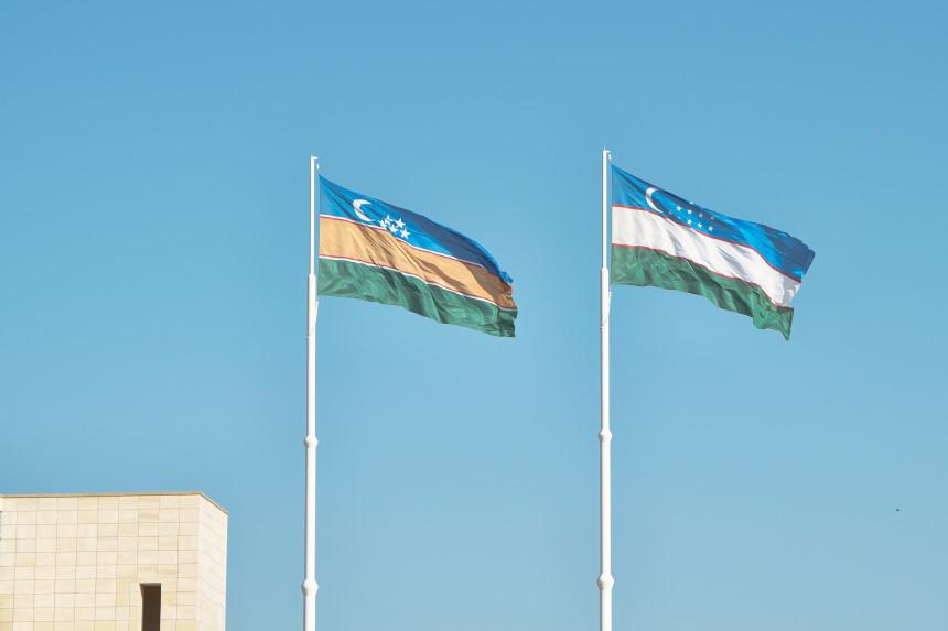 Flaggen von Usbekistan und Karakalpaqstan