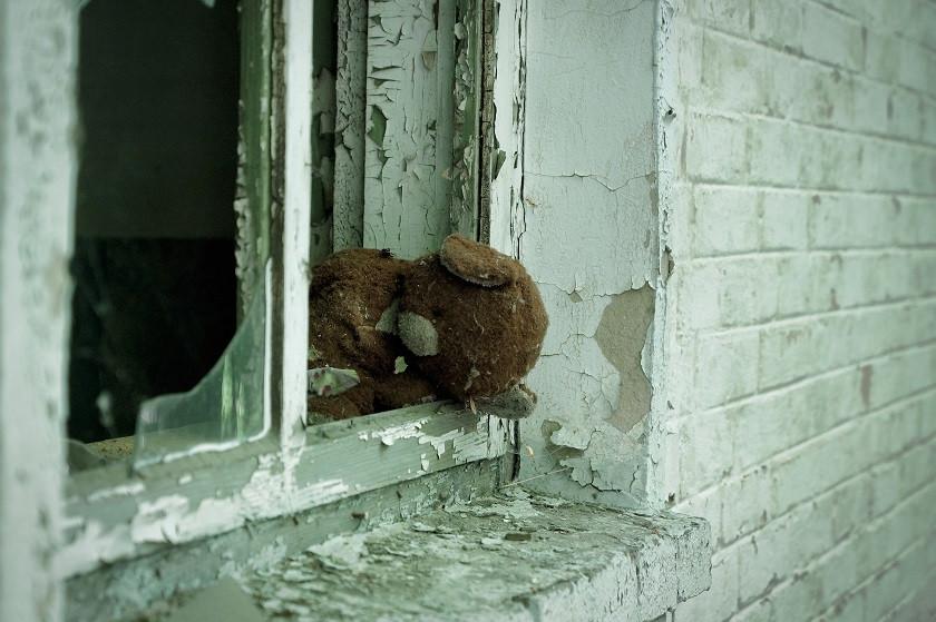 Teddy im Fenster - Tschernobyl