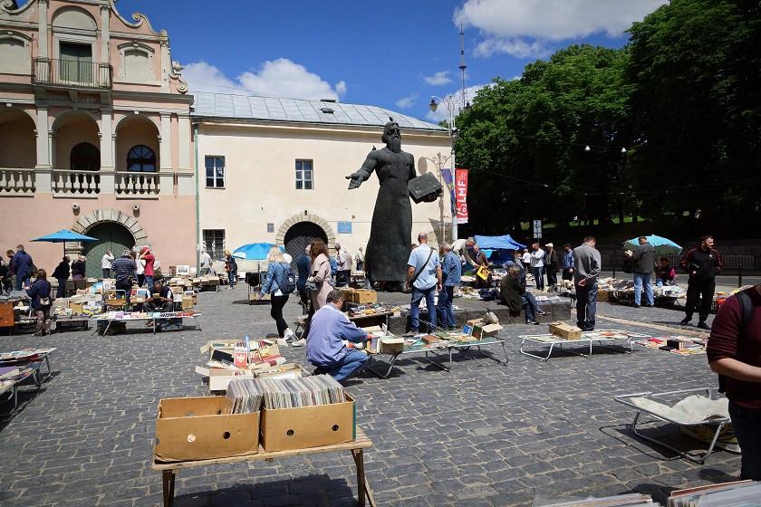 Flohmarkt an der Haltestelle Pidvalna Straße - Lviv