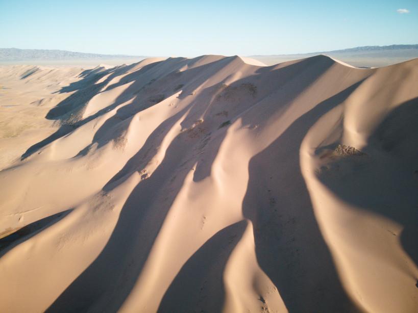 Weitläufige Sanddünen in der Gobi Wüste