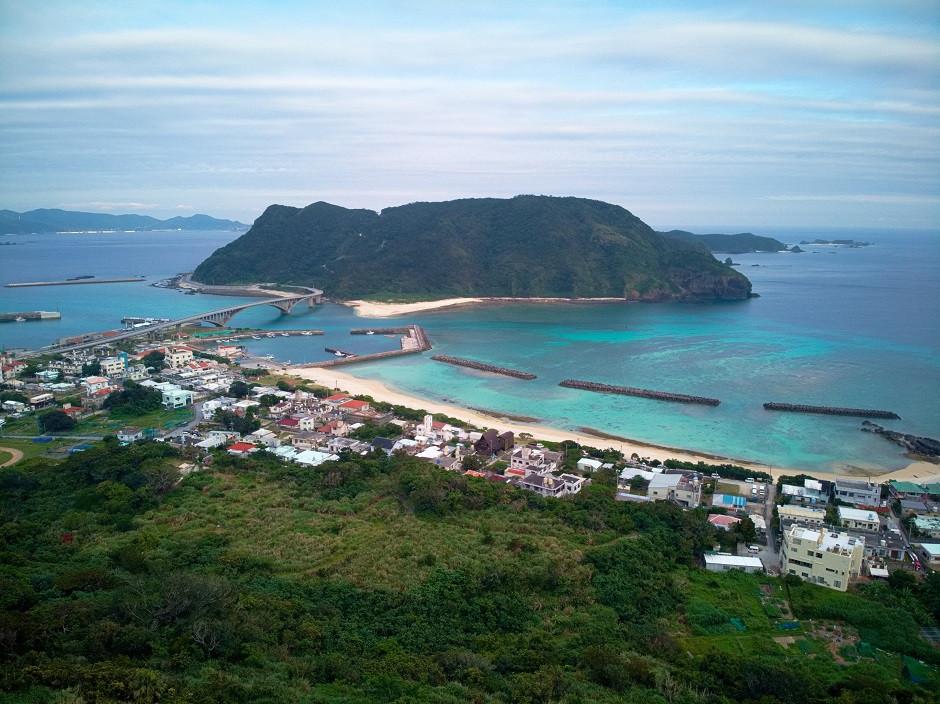 Der Ort Aka auf Akajima von oben