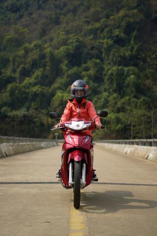 Kati fährt Motorrad