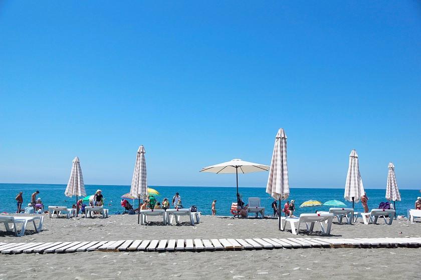 Strand an der Uferpromenade - Sotschi