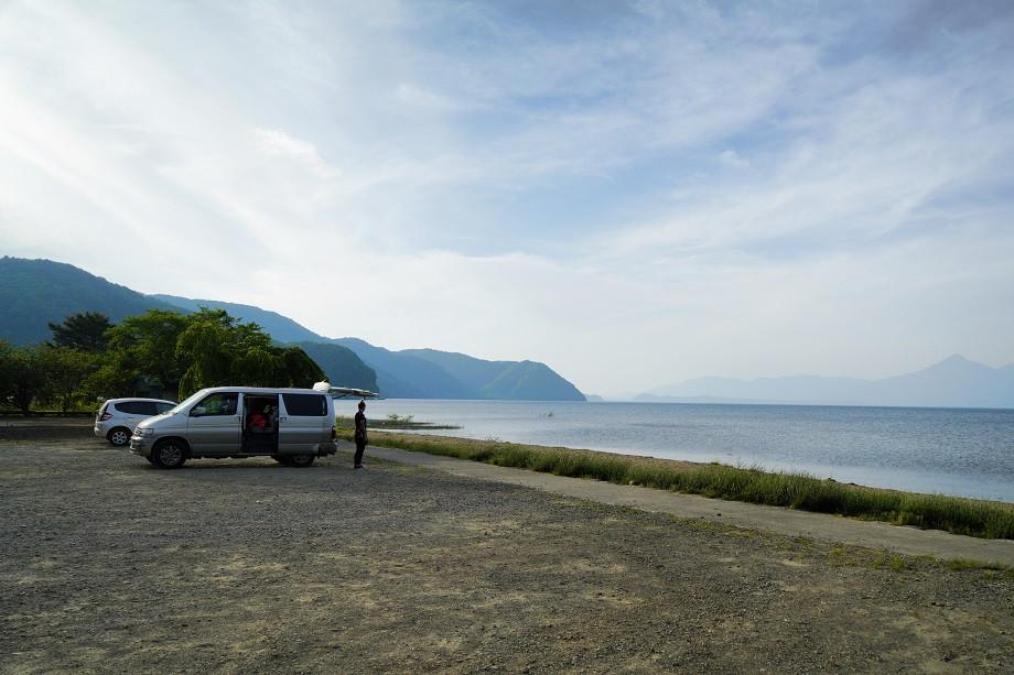 Schlafplatz für die Nacht - Ein Parkplatz am See