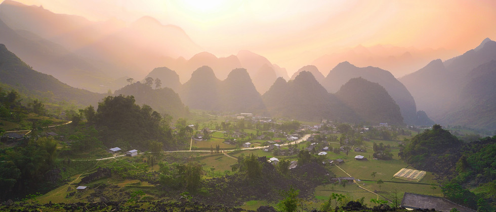 Vietnam Landschaft im Sonnenuntergang.jp