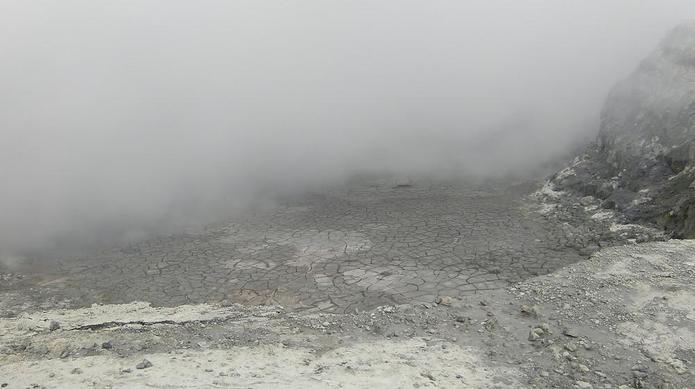 White Island ausgetrockneter Kratersee