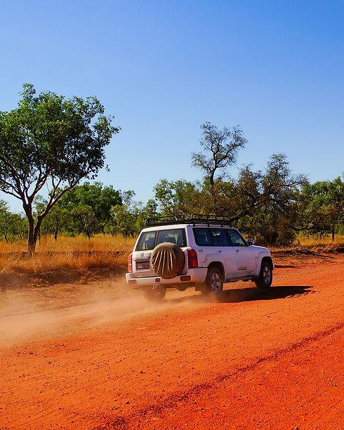Auto im roten Sand.jpg