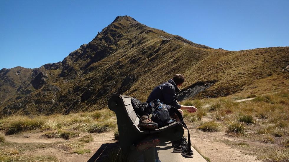 Bank auf dem Ben Lomond Saddle Neuseeland