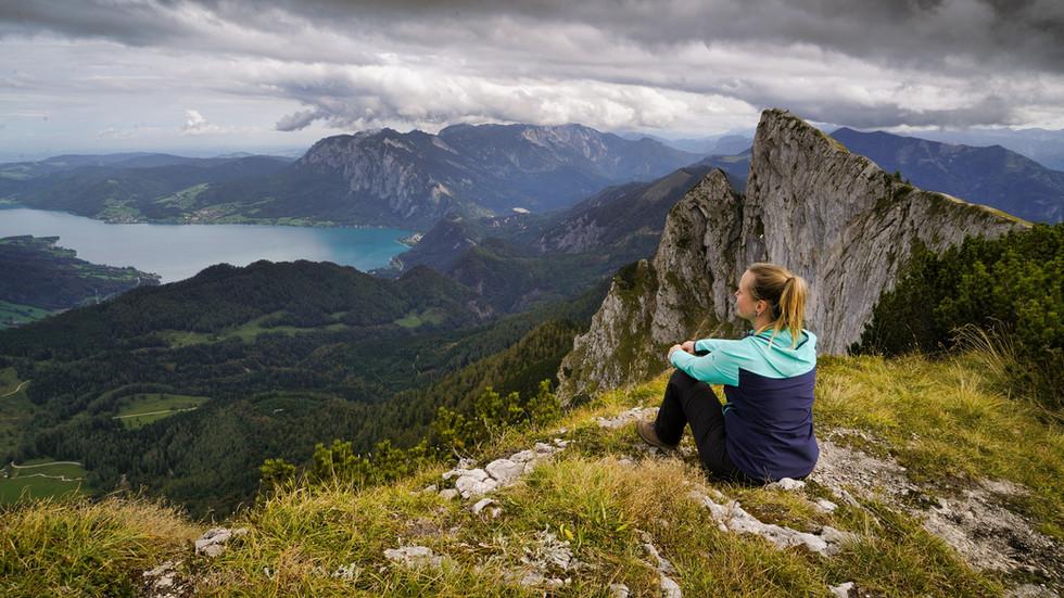 Ausblick in ein Tal.jpg
