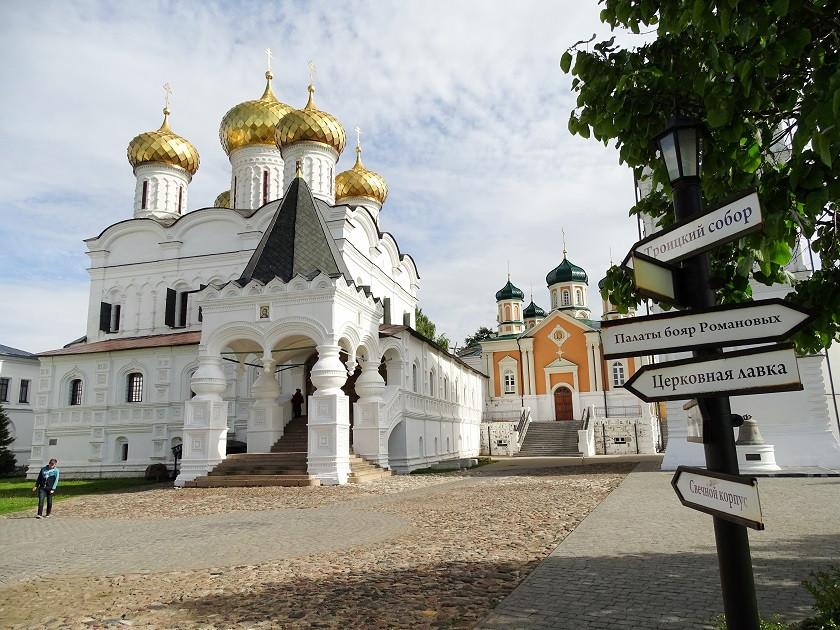 Ipatios-Kloster der Heiligen Dreifaltigkeit Kostroma- Goldener Ring