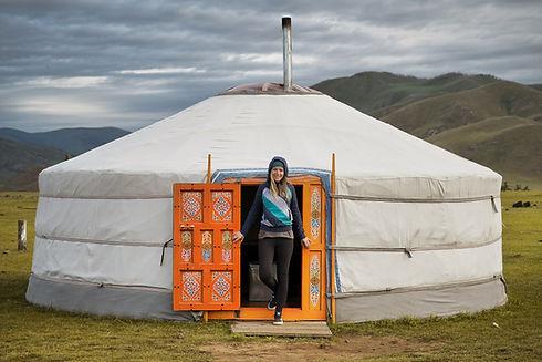 Kati vor einem Ger in der Mongolei.jpg