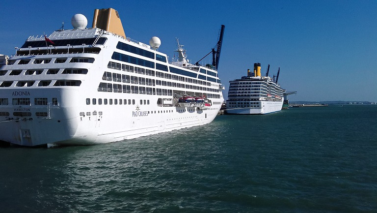 Kreuzfahrschiffe im Hafen