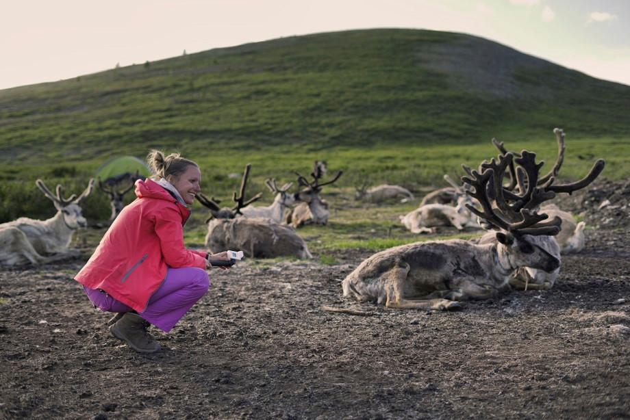 Kati mit Rentieren in der Mongolei