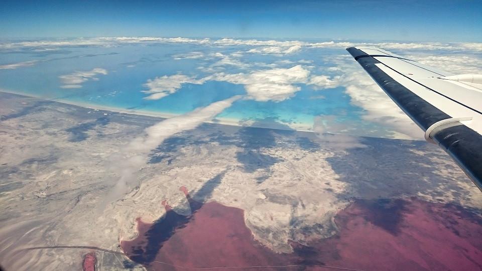 Australien Kueste aus Flugzeugfenster