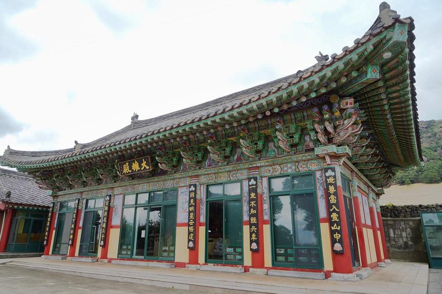 Koreanischer bunter Tempel