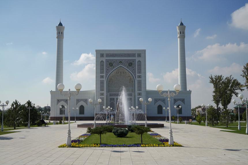 Minor Moschee - weiße Moschee von vorne