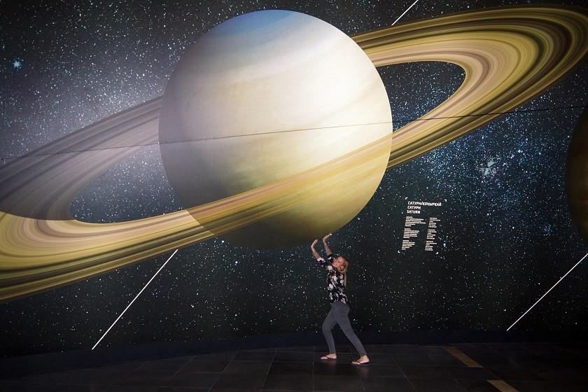 Kati und der Saturn - Nationalmuseum Astana
