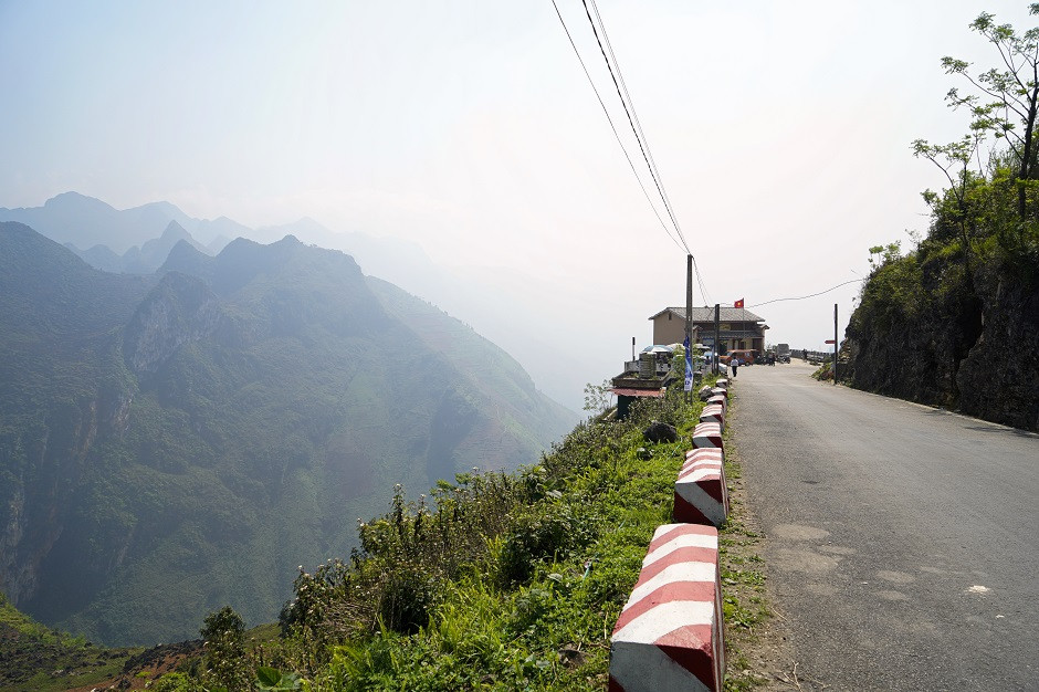 Schmale Strasse am Ha Giang Loop