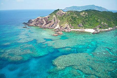 Aka Island und Riff aus der Luft