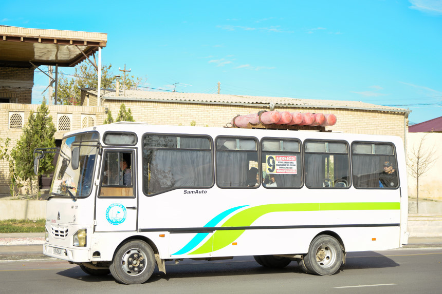 Typischer Bus in Usbekistan