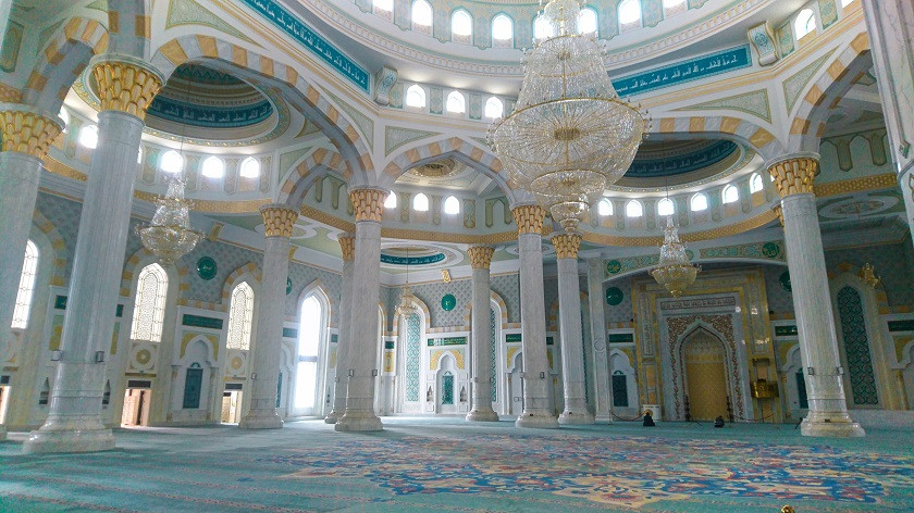 Innenbereich der Hazret-Sultan-Moschee