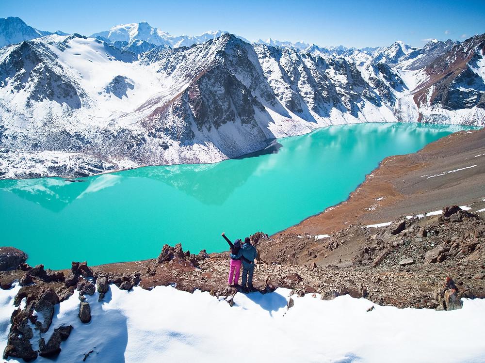 Blick auf den Ala Kul See in Kirgisistan