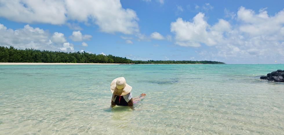 Kati am strand der iles aux cerfs maurit