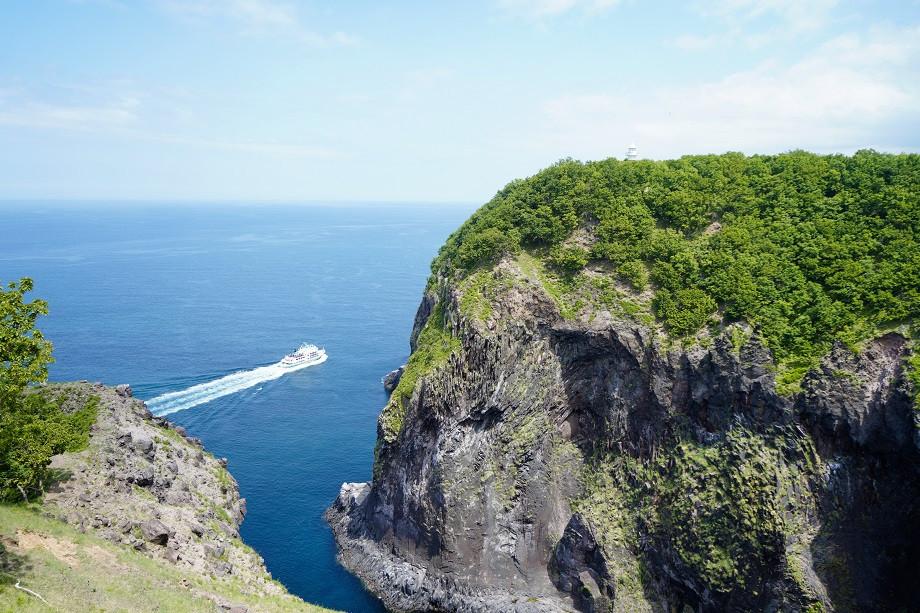 Ausblick auf das Meer vom Endpunkt der Wanderung zum Furepe Wasserfall