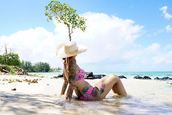 Mauritius Reisekosten - Kati am strand von mauritius.jpg