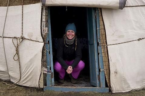 Kati im Eingang einer Jurte.jpg