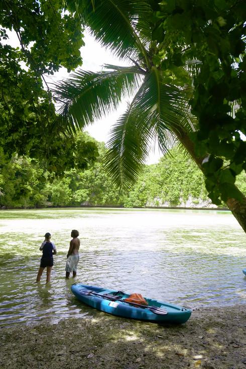 Kajak am Strand auf Palau